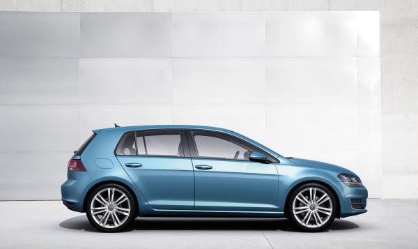 Prihlasovanie na Vajnorský minimaratón pokračuje. Špeciálna motivácia z bežeckej tomboly: Volkswagen Golf s plnou nádržou na celý vikend od spoločnosti Porsche Interauto SK.