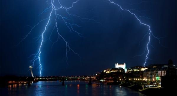Výstraha SHMÚ pre Bratislavu - Jav: Búrky,  2. stupeň