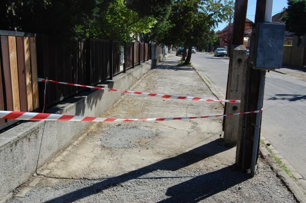 Revitalizácia chodníkov vo Vajnoroch pokračuje