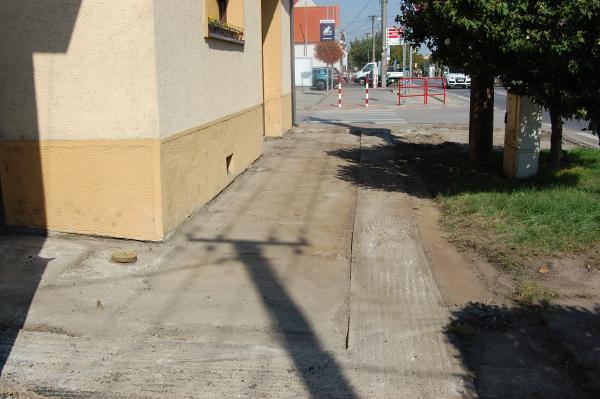 Pokračujeme v opravách chodníkov