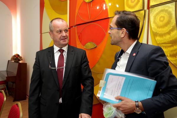 Minister Gajdoš sa stretol so starostom a poslancami z Vajnor, aby im vysvetlil význam NFIU