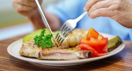 Vajnory zabezpečujú pre svojich seniorov varenie a distribúciu obedov zadarmo