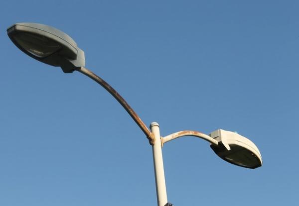 Ako a kam nahlásiť nefunkčné verejné osvetlenie?